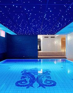 tegelzetter-menno-burgers-amsterdam-amrath-hotel-relax-ruimte-zwembad-keramische-tegels-natuursteen-blauw-zwembad