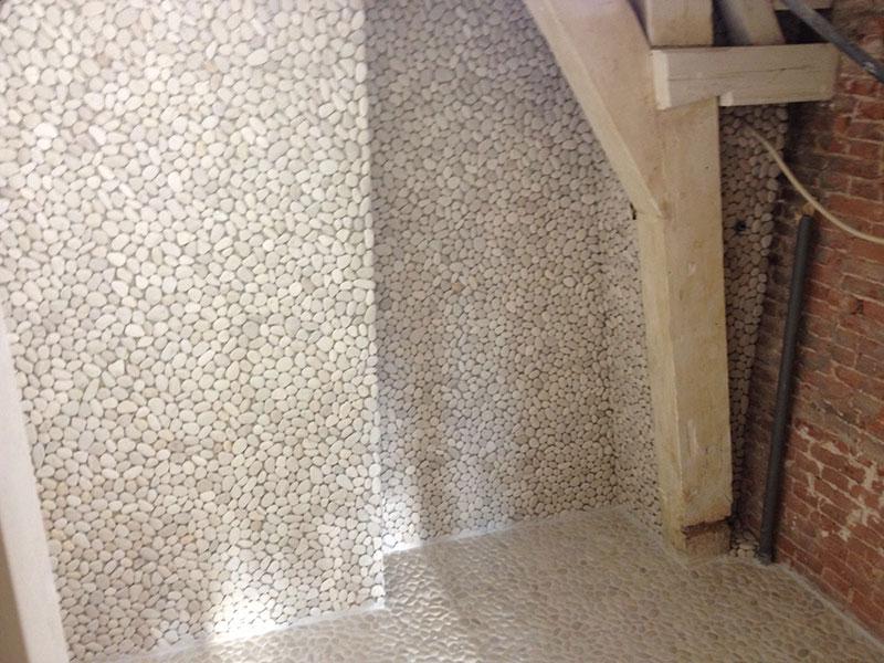 Badkamer mozaiek kiezels entrepodok - Badkamer met mozaiek ...